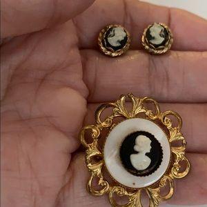 🔥New Listing🔥 Cameo Bundle Brooch & Earrings